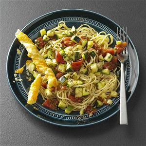 Pasta with kapia peppers, zucchini and tomato