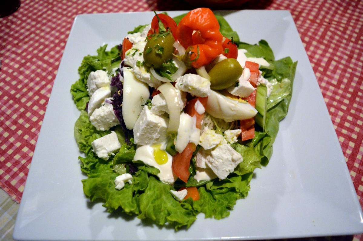 Goat's cheese salad - vegetarian recipe