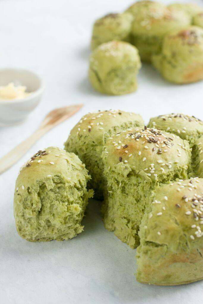Matcha tea bread rolls 1