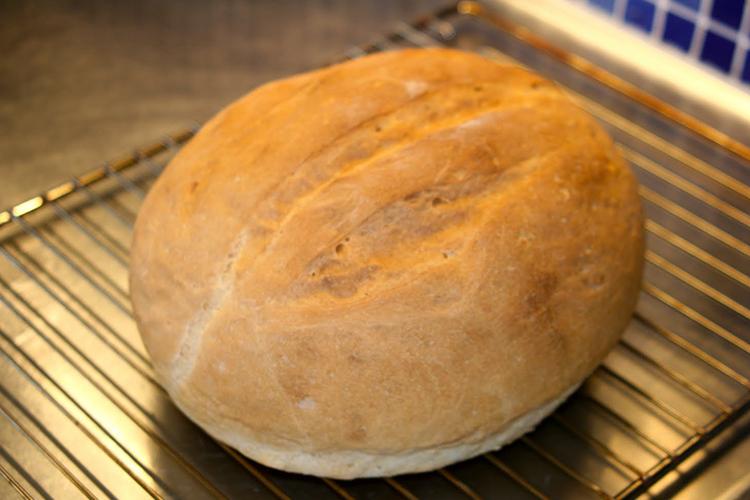 Ett ljust bröd på galler