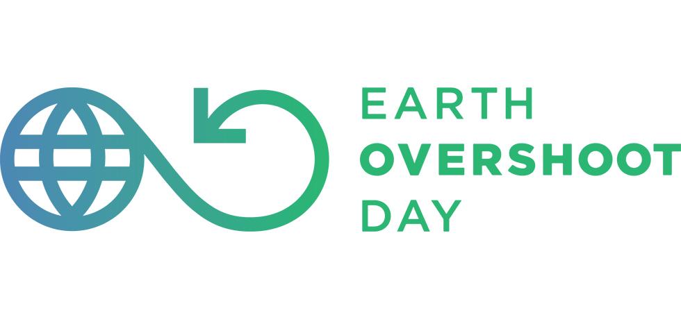 Overshoot day logotyp i grönt och blått, illustrerad jordglob med en pil rundad till höger