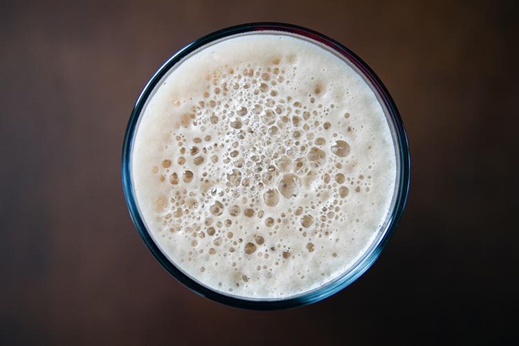 Ett glas mjölk sett uppifrån