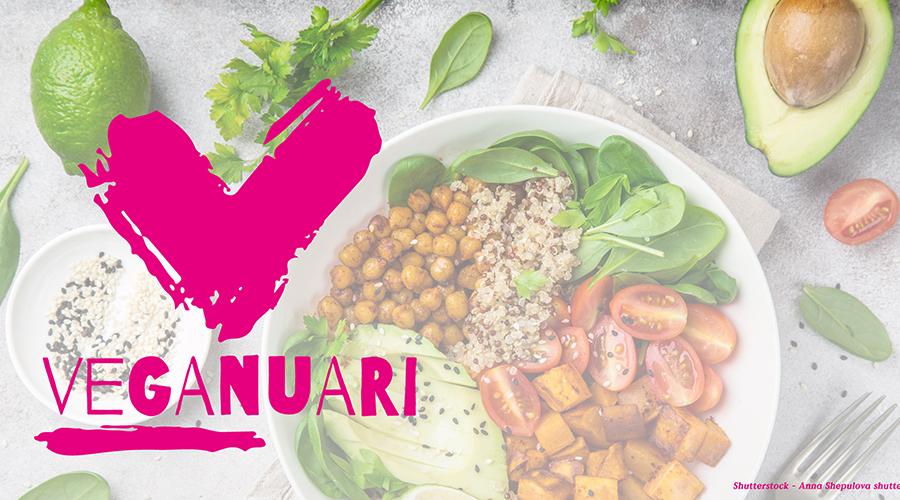 En tonad bild med en tallrik med vegetarisk mat på. Till vänster ett stort V med texten VEGANUARI i rosa
