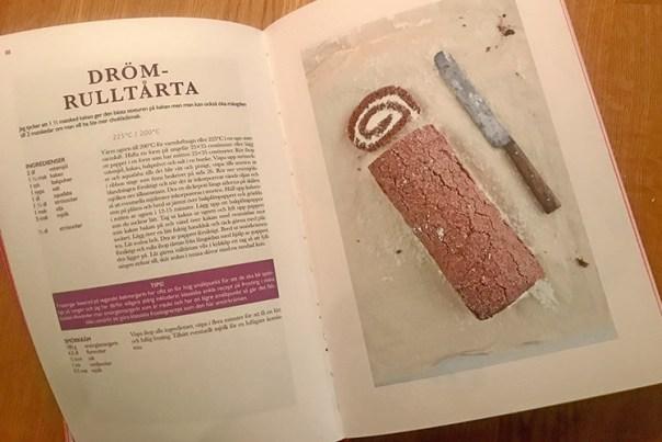 Ett uppslag i boken Vegansk bakning med recept för Drömtårta