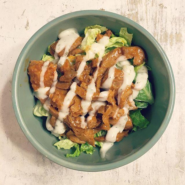 Buffalo Seitan Caesar Salad 🏻