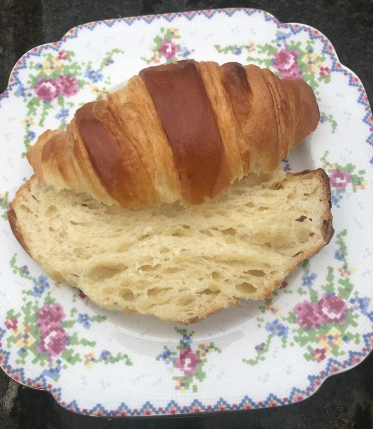 Sliced spelt croissants