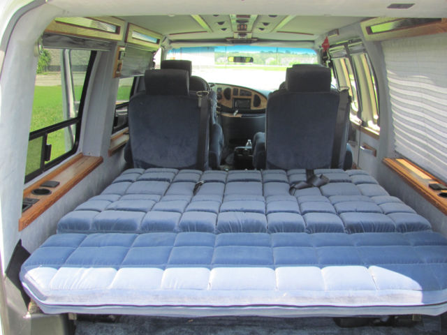 1997 Ford E 150 Universal Conversion Van 3rd Row Sofa Bed Tow Package