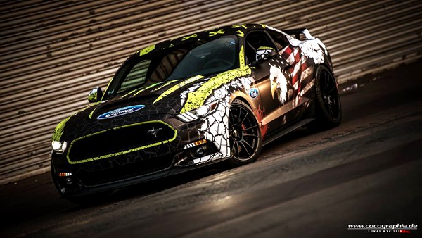 Ford Mustang eagle vehicle wrap