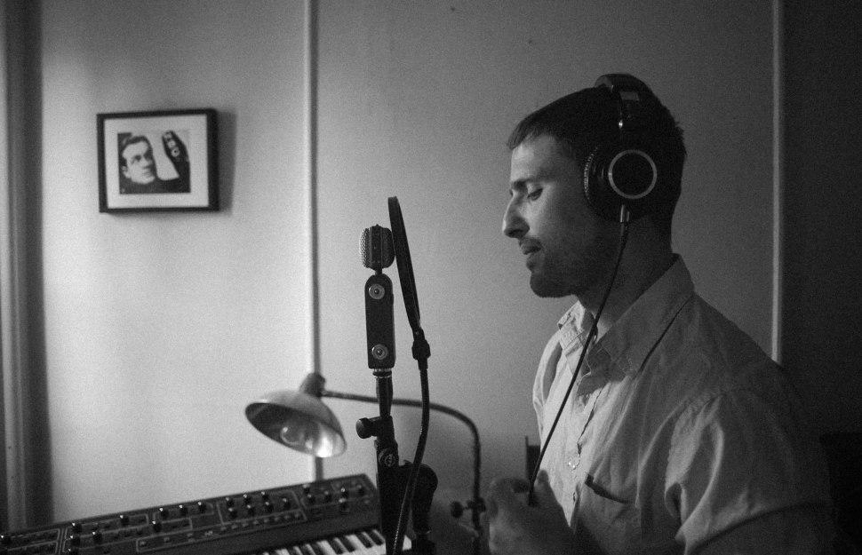 Aaron Mendelsohn sings.