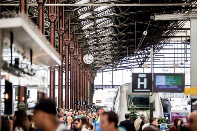 Avec l'IA, la SNCF prédit les retards de trains – La Revue du digital