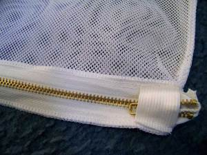 Zipper pull cover for protection