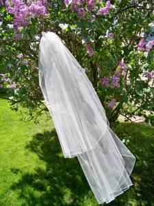 Medium fullness traditional veil