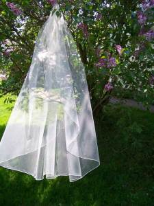 medium fullness traditional veil