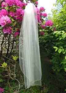 1 tier fingertip veil