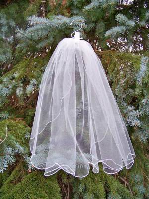 traditional true scalloped veil
