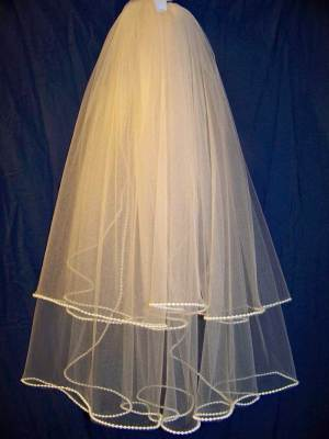 traditional style pearl edge veil
