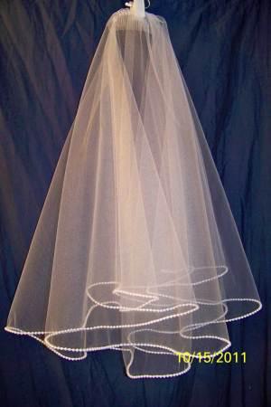 Pearl trim mantilla drop veil
