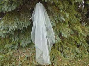 Waterfall veil with cut edge