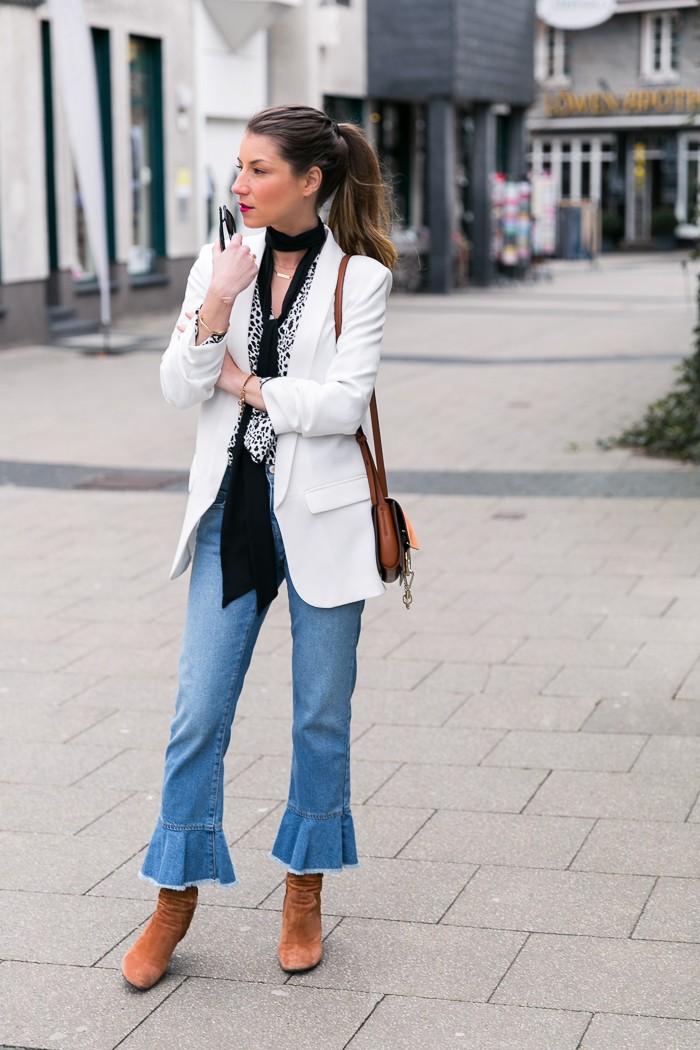 modeblog outfit düsseldorf ruhrgebiet fashion blog jeans volants zara leo print shirt chloe faye weißer blazer