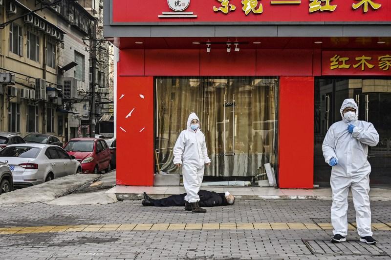 Covid-19: China e EUA voltam a trocar acusações sobre a origem do vírus |  VEJA