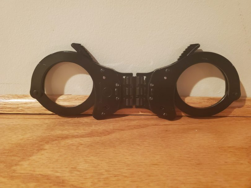 Vipertek Handcuffs Review on https://www.vekhayn.com, picture of the handcuffs.