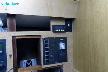 Instruments-300x200 Panneau à instruments interieur  Panneaux montage interrupteurs électronique