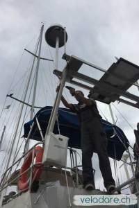 Travaux d'entretien du voilier: renforcer le porte-appareil avec des angles en aluminium
