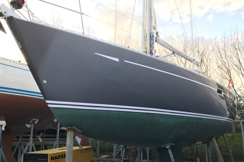 Anthrecite-vinyl-yacht-hull-wrap-stripe-striping