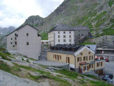 Mythique hospice du Col du Grand St Bernard