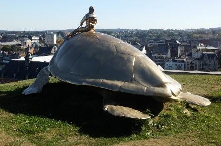 Sculpture monumentale de Jan Fabre - Searching for Utopia (la tortue)