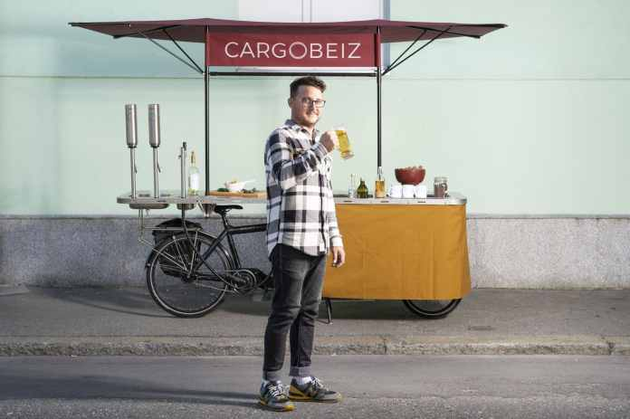 Vélo triporteur électrique transformé en food bike par Cargobeiz (photo : Sébastien Anex)