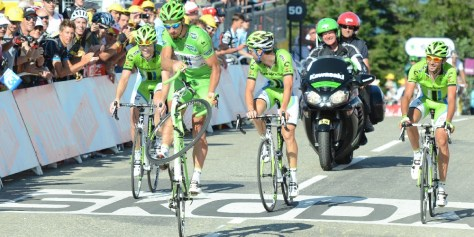 Sagan celebrates the final summit finish, Robbie McEwen style (Image: ASO/P  Perreve)