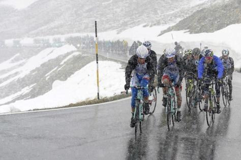 Extreme weather conditions raised questions over rider safety (Image: Giro d'Italia)