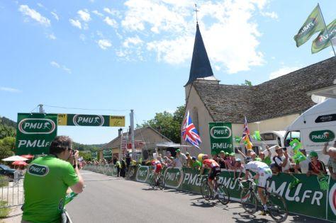 Sprinters racing for intermediate sprint points. Where's Sagan? (Image: ASO/B. Bade)