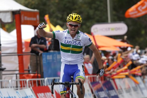 Jack Bobridge caps off a flag-to-line breakaway with a victory salute (Image: Regalllo)