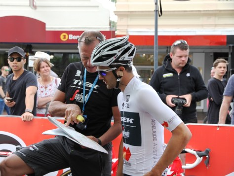 A few last minute words of advice (and a banana) for Ruben (image: Richard Whatley)