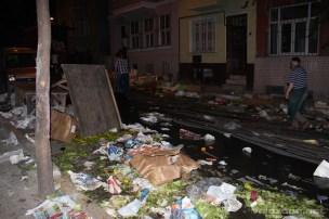 Widok pod naszym domem po całodziennym bazarze...