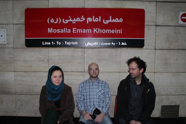 Jeszcze kilka lat temu w metrze nie było innych napisów, niż perskie...