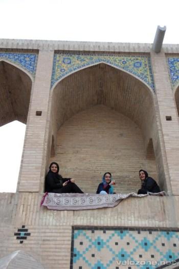 Most służy jako najpopularniejsze miejsce spotkań mieszkańców Isfahanu.
