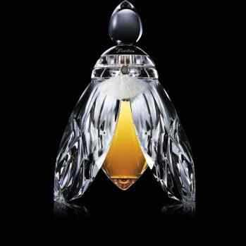 THE SILVER -WINGED BEE, 2012. This piece featuring a levitating Guerlain bee is yet another technical feat successfully achieved by the two houses