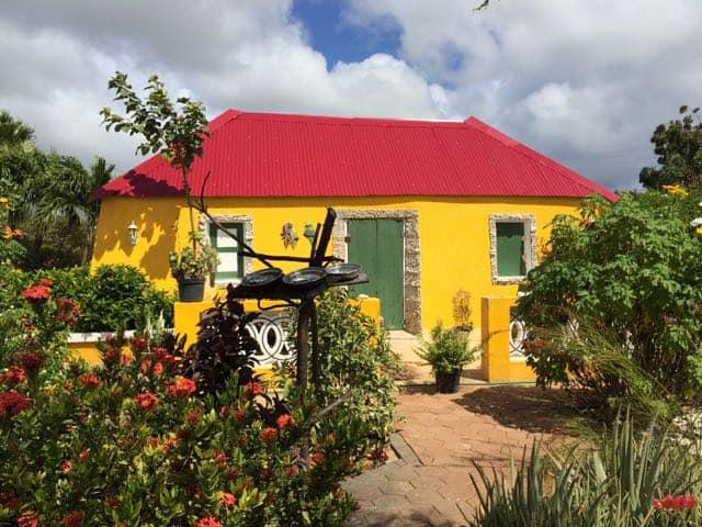 colourful-house-curacao-photo