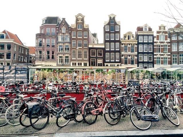 typical-amsterdam-scene-photo