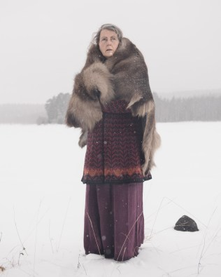 Portrait of Sissel Borg, who together with her partner Bent Terje used to live on Lindalstorpet farm. Here, among other things, they held shamanistic gatherings for travellers from near and afar. Neither of the couple is from the area, but feel a strong connection to the Forest Finns and believe they have their spiritual roots here.