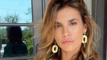 Elisabetta Canalis, estate all'insegna del relax: la showgirl torna in Italia [FOTO]