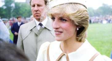 L'abito blu che Lady Diana indossò prima delle nozze andava contro il dress code reale