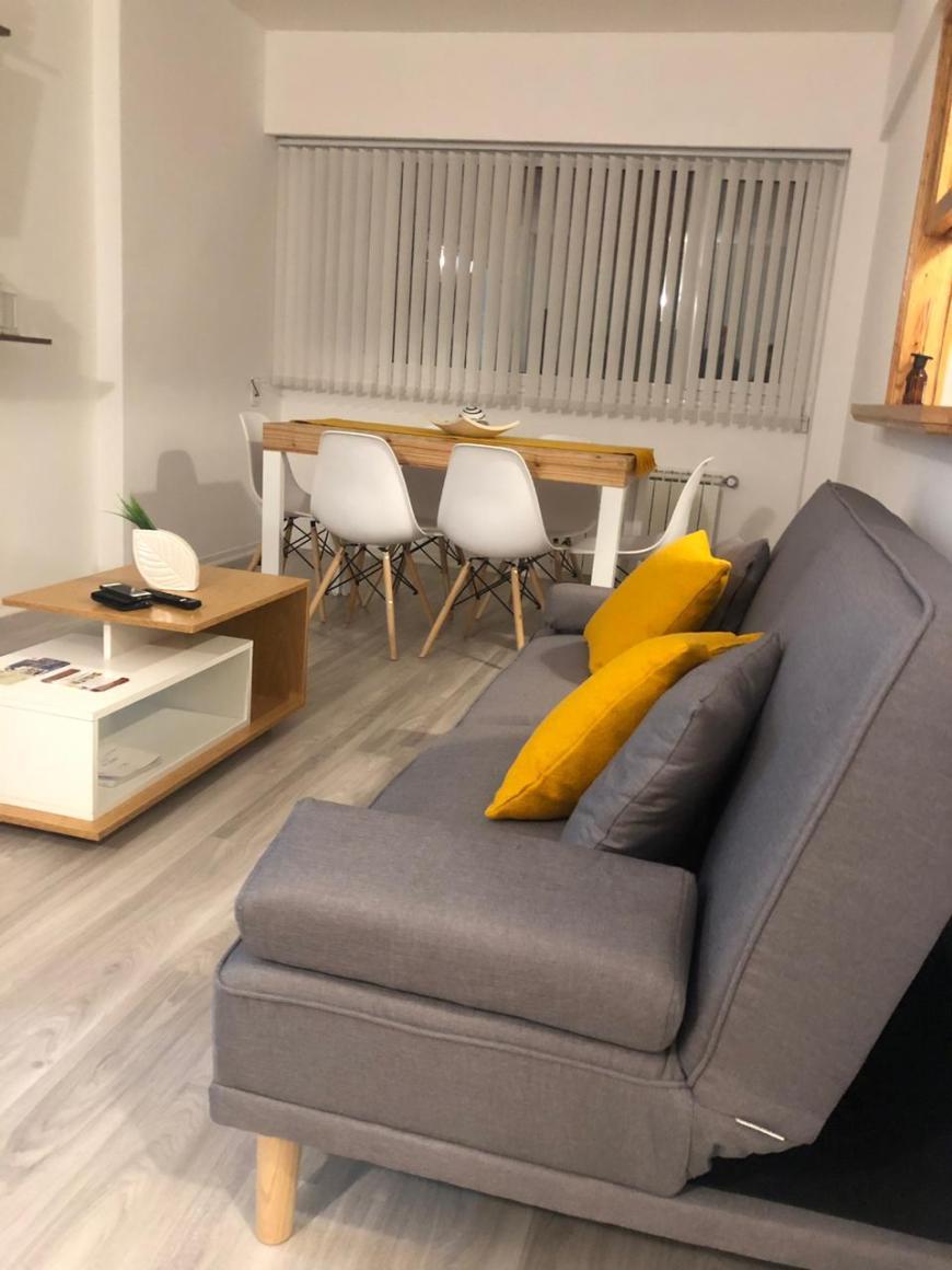 sala airbnb trelew