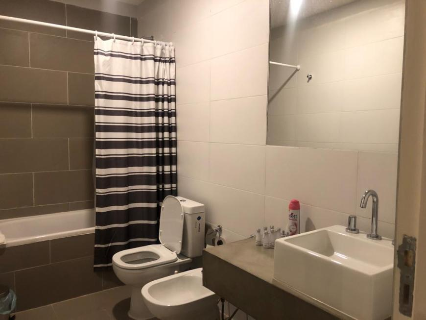 banheiro do apartamento que alugamos no Airbnb