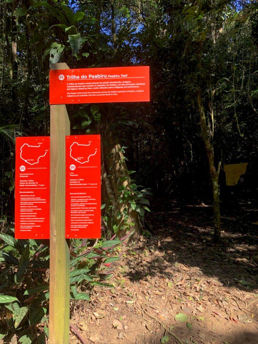 placa de entrada para a trilha do peabiru