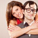 Estudos revelam que as mulheres são mais felizes ao lado de um homem feio.