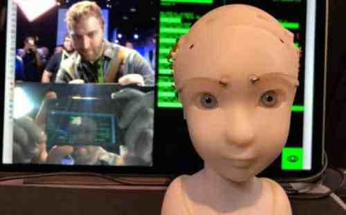 Este robot mantiene un contacto visual sensible e inquietante